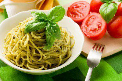 9703593-delicieuses-pates-italiennes-avec-sauce-pesto.jpeg