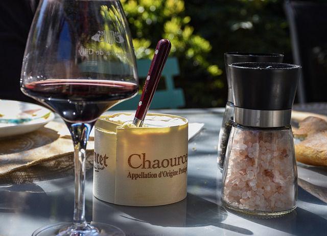 Boire du vin rouge avec du fromage, quelle idée saugrenue!