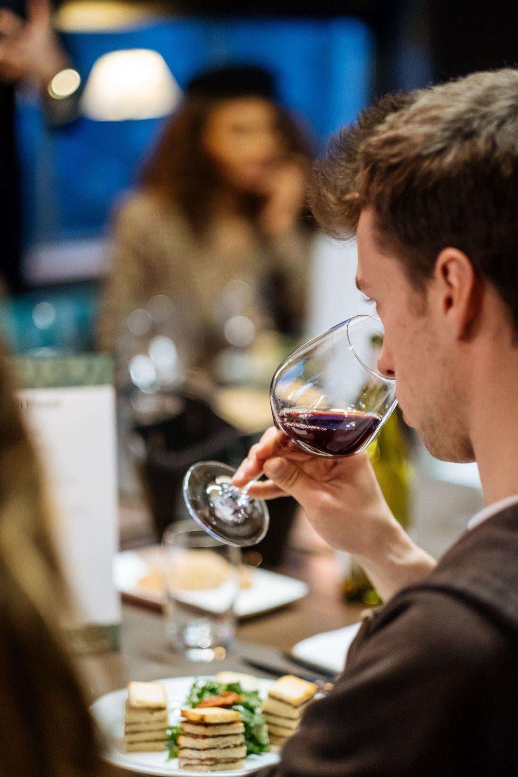 Déguster du vin procure plus que du plaisir...! ©Thomas Léonard - Sopexa