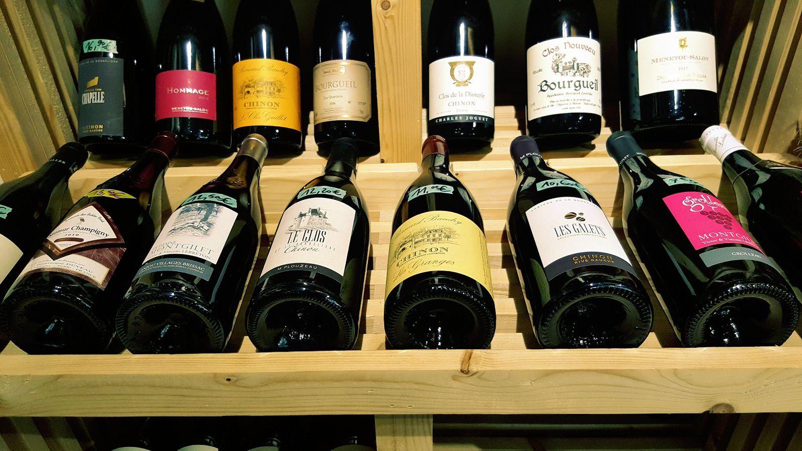 On y trouve également des vins issus d'appellations ligériennes, de vignerons pointus.