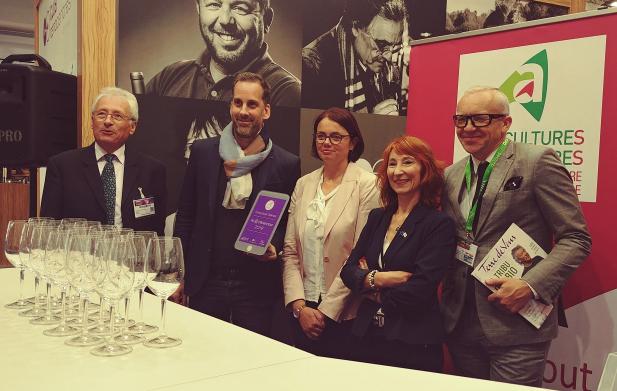 Fier d'avoir été élu cette année 'e-influenceur du vin 2019' par Oenocentres, la Chambre d'agriculture et Terre de vins magazine...